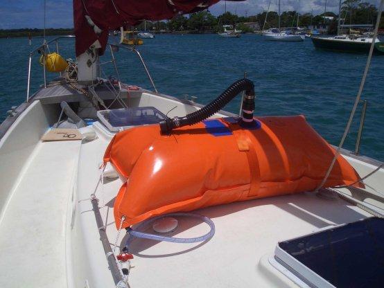 Water/Diesel-Tank, Flexible f/Deck w/Harns 150Lt 3